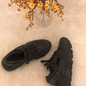 Huarache Run dark gray and black sneakers.